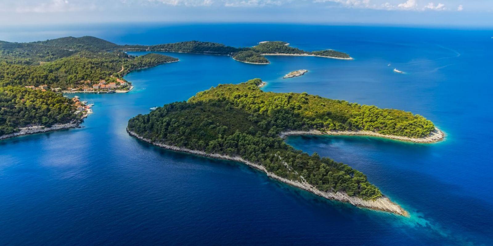 https://www.talamare.fr/medias/Vue du parc national de Mljet près de Dubrovnik lors d'une location de yacht en Croatie