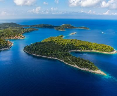 Vue du parc national de Mljet près de Dubrovnik lors d'une location de yacht en Croatie