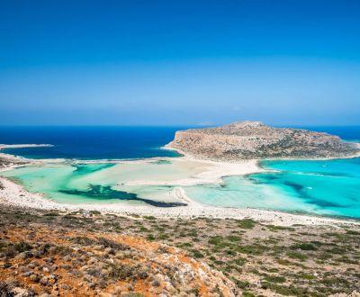 La baie de Balos et son lagon turquoise sur l'île de Crète lors d'une location de yacht en Grèce