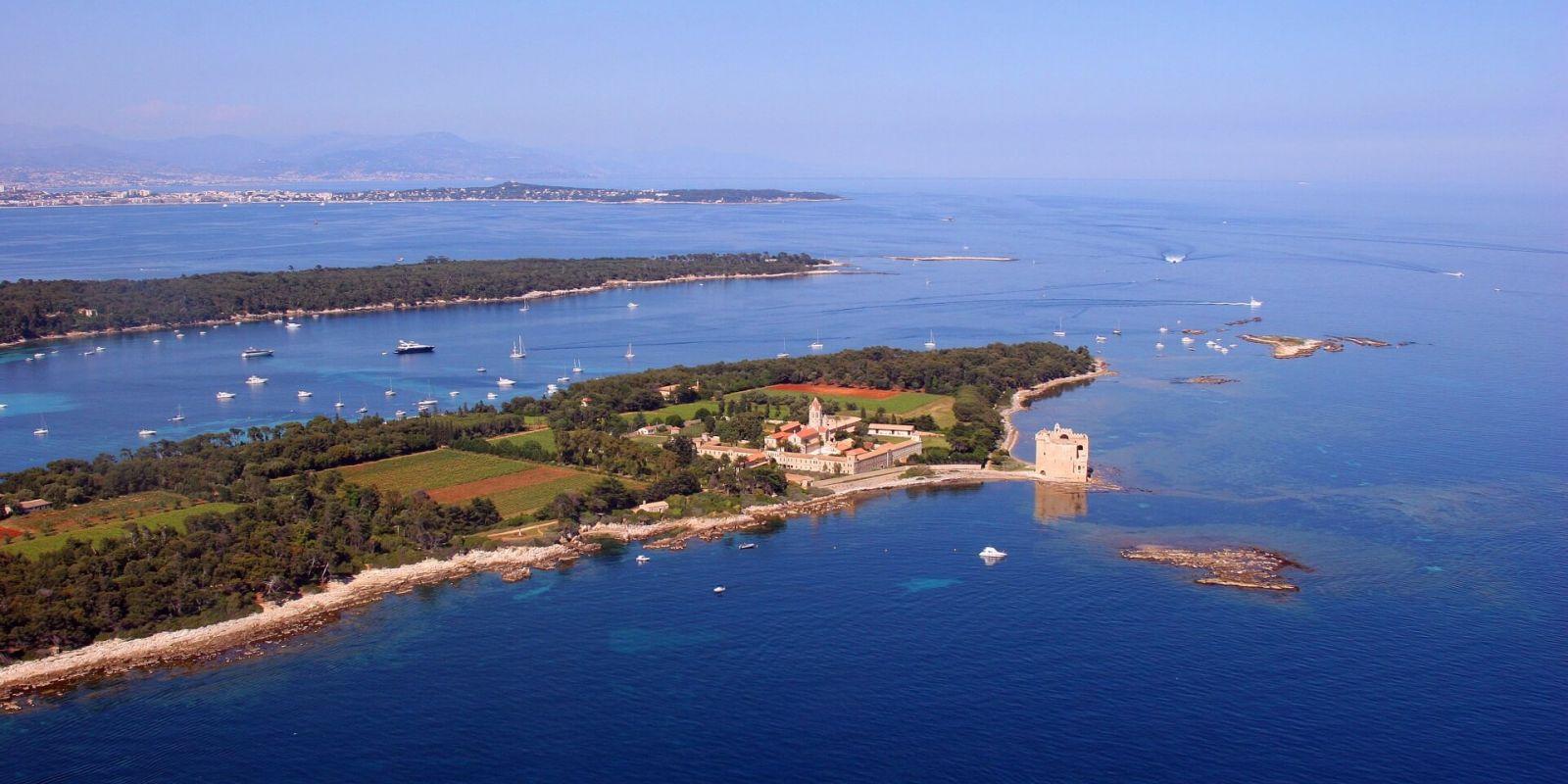 https://www.talamare.fr/medias/Location yacht Cannes Iles de Lérins, louer un yacht à Cannes