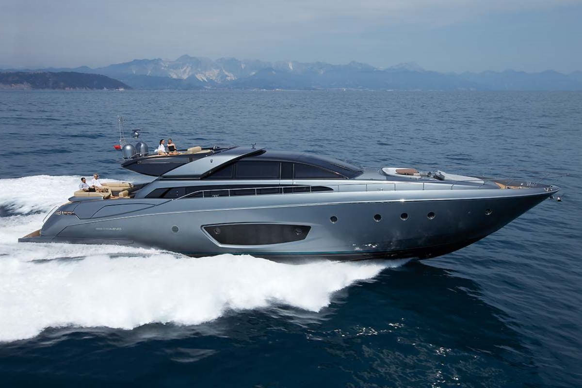 https://www.talamare.fr/medias/LOCATION YACHT RIVA 86 DOMINO