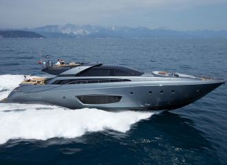 LOCATION YACHT RIVA 86 DOMINO