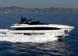 LOCATION YACHT RIVA 100 CORSARO