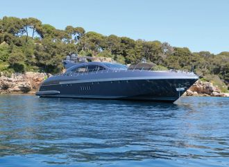 LOCATION YACHT MANGUSTA 108
