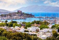 Le port et le château de Bodrum en Turquie