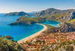 Le village balnéaire d'Ölüdeniz sur la Riviera turque