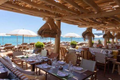 Déjeuner au restaurant de plage La Réserve à la Plage à Saint Tropez
