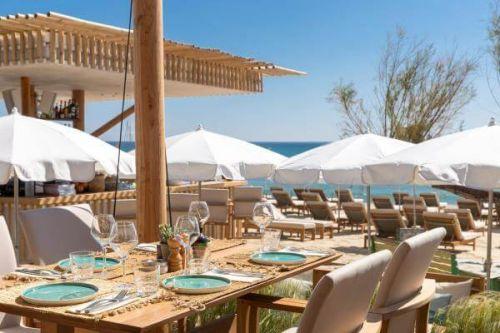 Déjeuner au restaurant de plage La Serena à Saint-Tropez