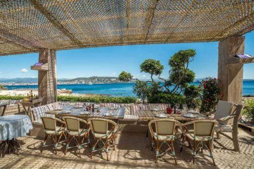 Le restaurant de plage La Guérite à Cannes sur l'île de Lérins Sainte-Marguerite