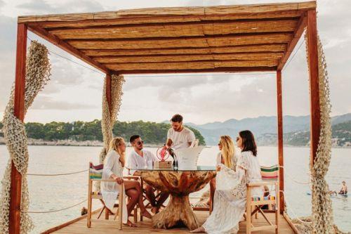 Le restaurant de plage Coral Beach Club à Dubrovnik en Croatie