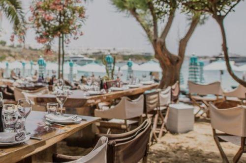 Le restaurant de plage Nammos à Mykonos en Grèce