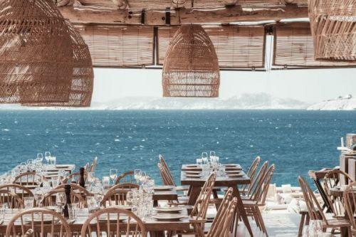 Le restaurant de plage Scorpios à Mykonos en mer Méditerranée