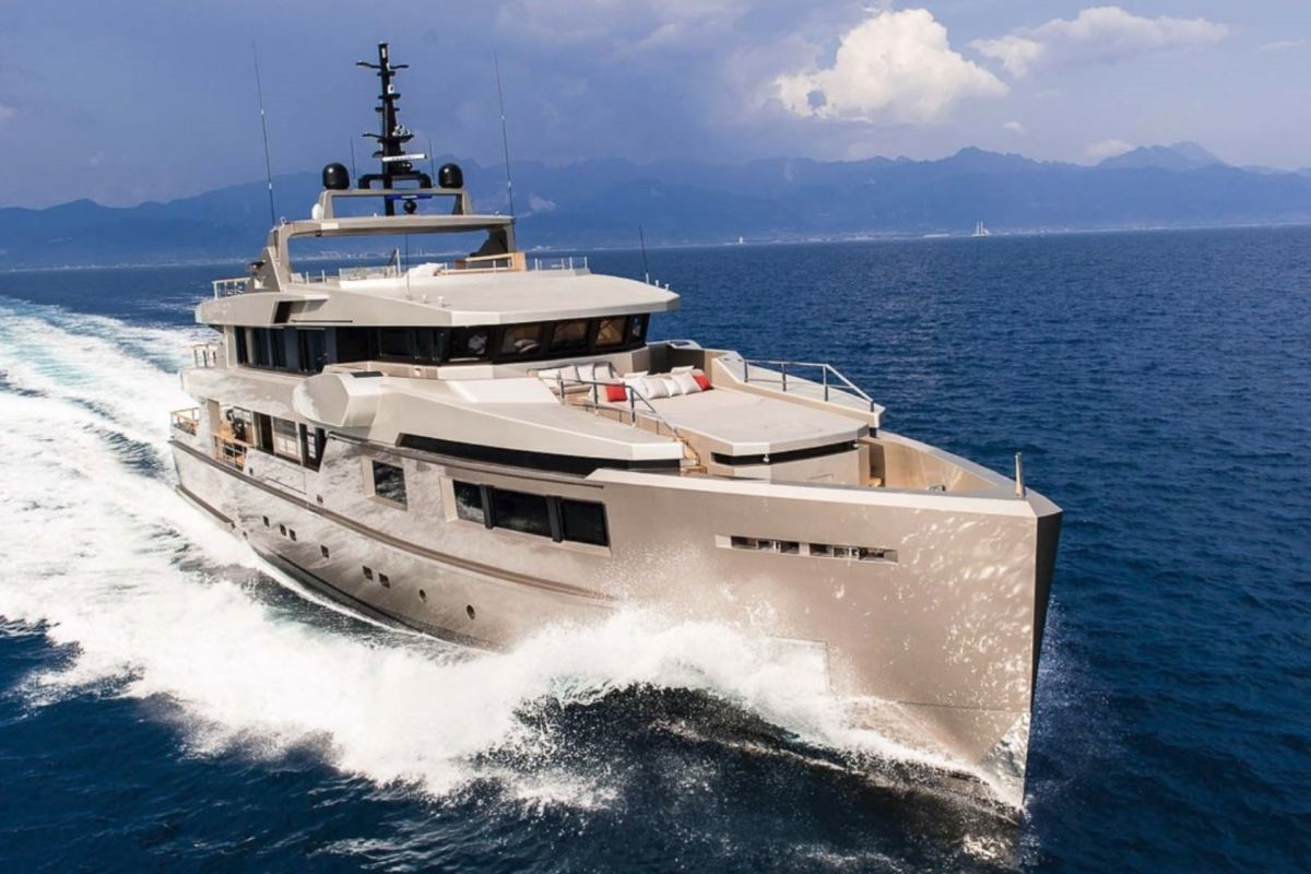https://www.talamare.fr/medias/LOCATION ADMIRAL IMPERO 40M