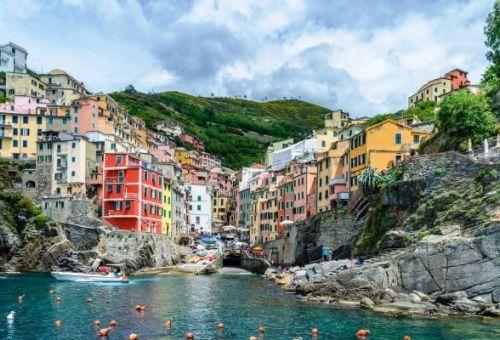 Le village de pêcheurs de Riomaggiore dans les Cinque Terre