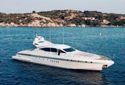 Location yacht Mangusta 92 dans le sud de la France - en croisière