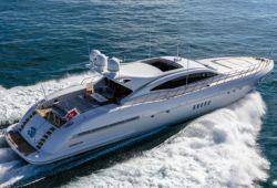 Location yacht Mangusta 108 dans le sud de la France - en croisière