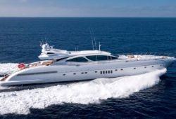 Location yacht Mangusta 130 dans le sud de la France - en croisière
