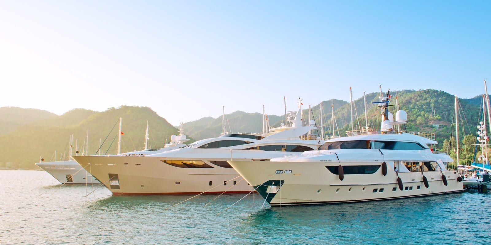 https://www.talamare.fr/medias/Recevoir des clients lors d'une location de yacht pour entreprise sur la Côte d'Azur