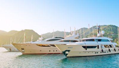Recevoir des clients lors d'une location de yacht pour entreprise sur la Côte d'Azur