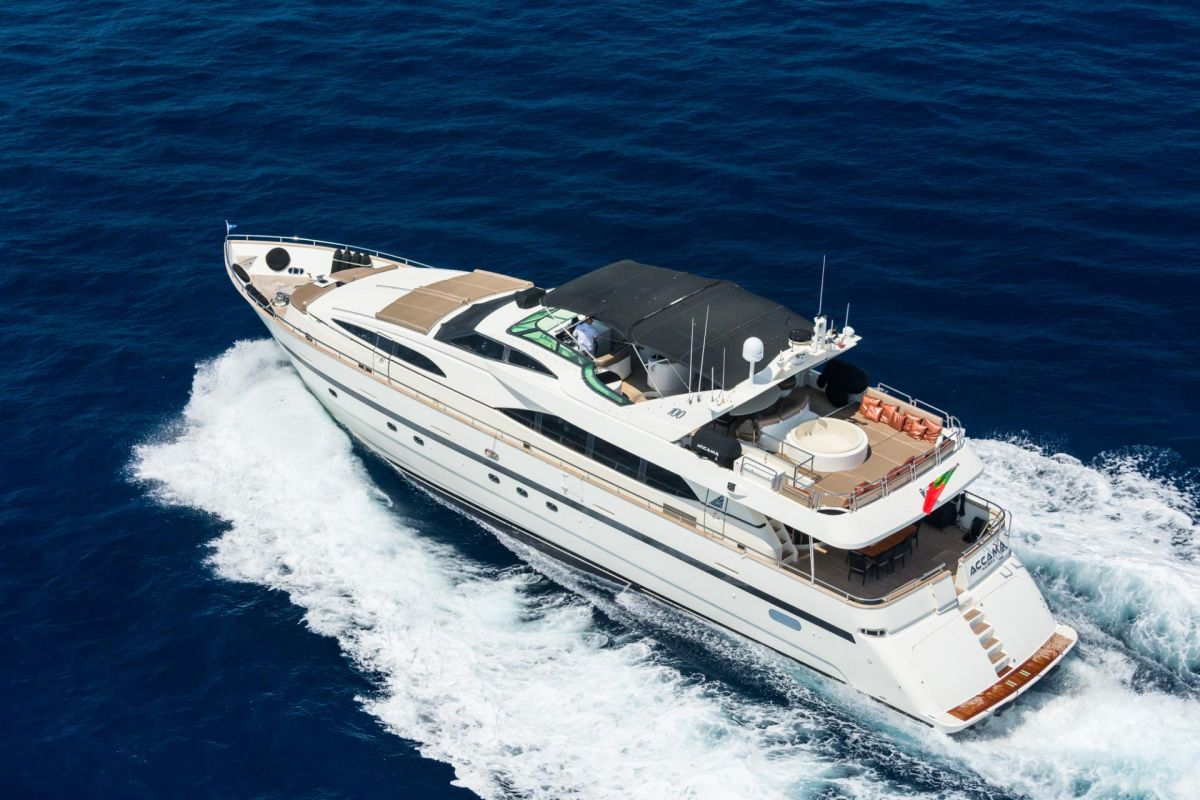 LOCATION YACHT AZIMUT 30M