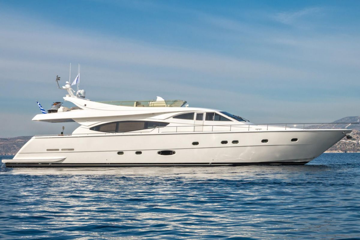LOCATION YACHT FERRETTI 77