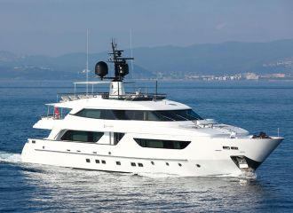 LOCATION YACHT SAN LORENZO 37M