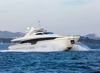 LOCATION YACHT FERRETTI 960