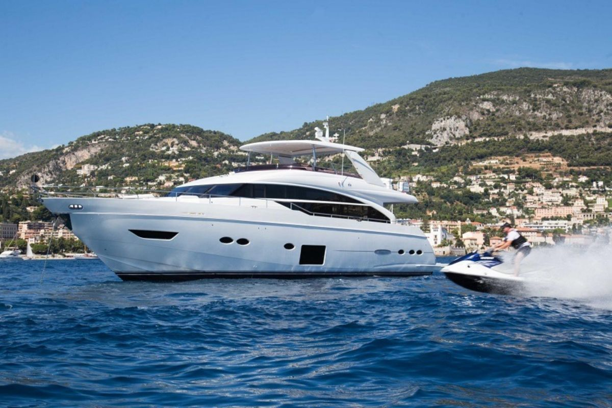 https://www.talamare.fr/medias/LOCATION YACHT PRINCESS 88