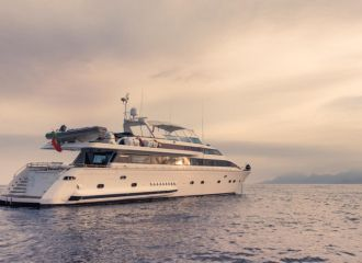 LOCATION YACHT VERSILCRAFT 96