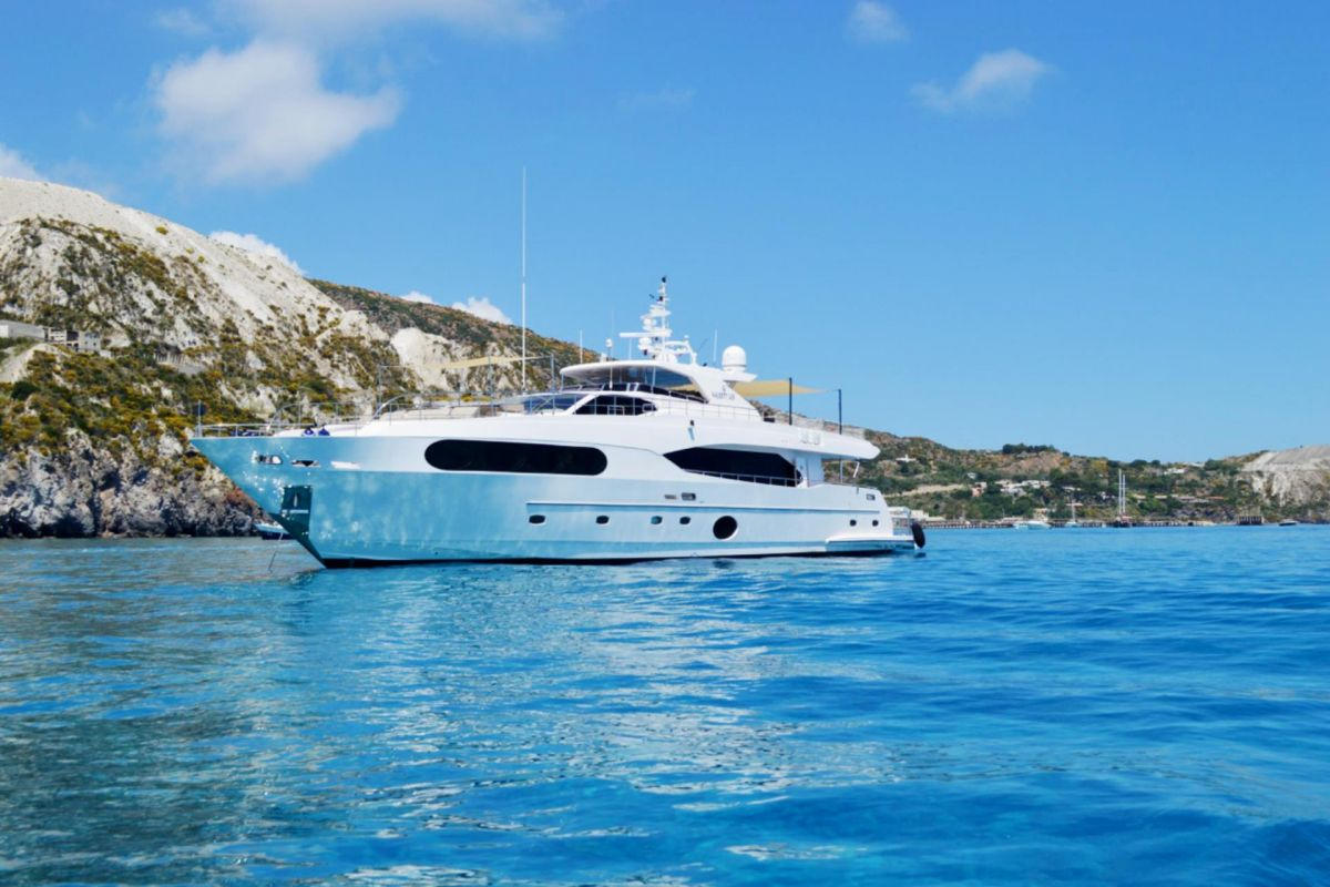 https://www.talamare.fr/medias/LOCATION YACHT MAJESTY 105