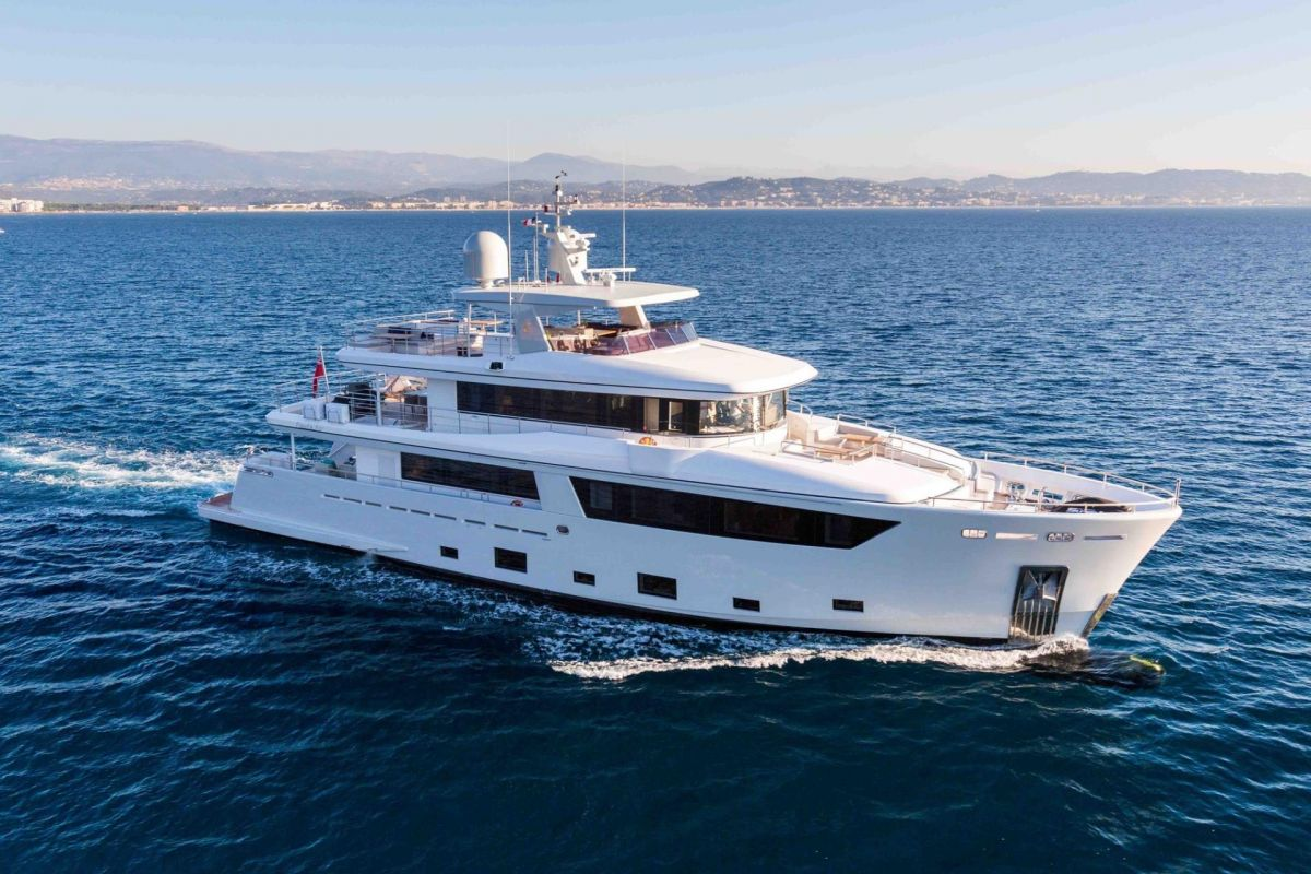 https://www.talamare.fr/medias/YACHT 33M CANTIERE DELL MARCHE