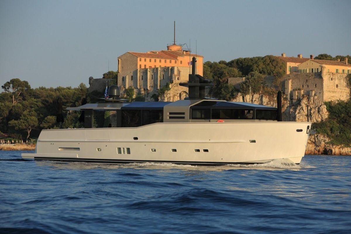 https://www.talamare.fr/medias/LOCATION YACHT ARCADIA 85