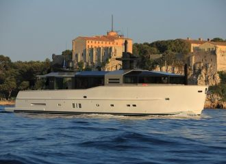 LOCATION YACHT ARCADIA 85