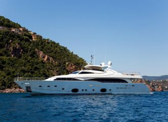LOCATION YACHT FERRETTI 112