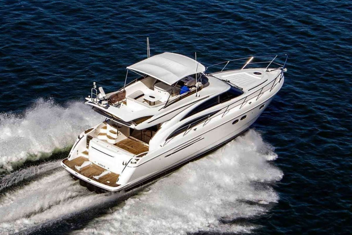 https://www.talamare.fr/medias/LOCATION YACHT PRINCESS 61