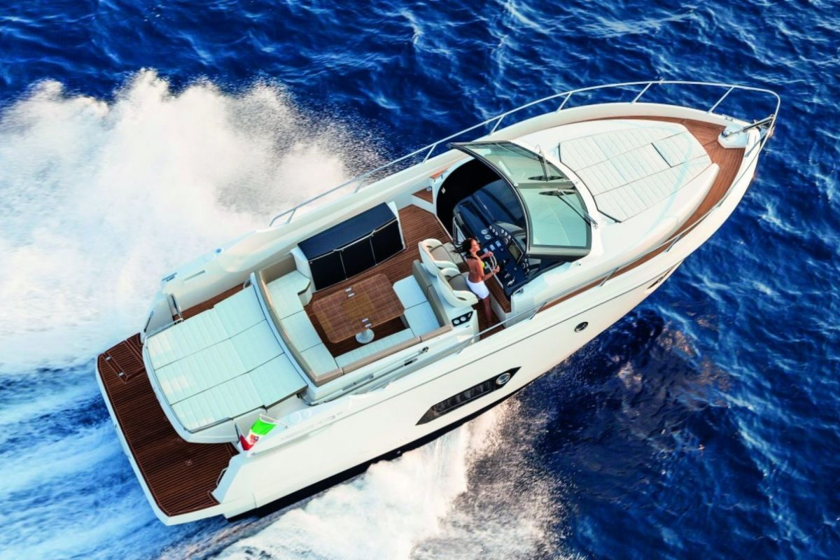 LOCATION YACHT ABSOLUTE 40 STL