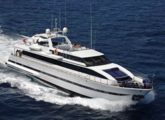 LOCATION YACHT VERSILCRAFT 31M